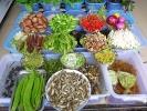 frische Gemüsetheken laden zusätzlich in die zahlreichen Restaurants ein