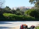 Diesmal mit Rad in Agrigento - die Tempel zeigen sich schon aus der Entfernung