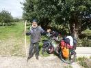 Schafhirte, der vor acht Jahren aus Polen ausgewandert ist, weil es hier waermer ist