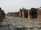 Straße in der untergegangen Stadt Pompeji