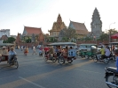 Touristen lassen sich mit TukTuks rumfahren