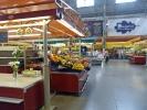 Große Markthalle in Riga - hier kaufen in erster Linie die älteren Leute ein und schnattern über Gott und die Welt