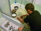Camping-Geschirr abwaschen - geht auch in der Hoteldusche