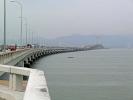 8 Kilometer lange Brücke aufs Festland