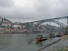 Porto, Altstadt mit altem Portwein-Boot (Portugal)