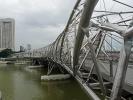 Helix Bridge in Singapur. Die Brücke ist relativ neu und befindet sich in Marina Bay.