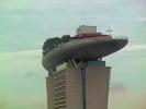 Die drei 55-stöckigen Hoteltürme tragen auf 191 Meter Höhe einen 340 Meter langen Dachgarten.