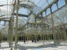 Der Palacio de Cristal liegt mitten im Parque del Retiro und ist eine völlig verglaste Anlage, in der normalerweise exotische Pflanzen blühen.