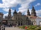Die Kathedrale von Santiago de Compostela in Spanien steht über einer Grabstätte, die dem Apostel Jakobus zugeschrieben wird und ist Ziel des Jakobsweges.