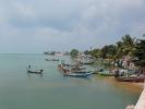 Fischerboote auf Koh Samui, im Hintergrund Big Buddha