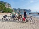 wir drei am Ao Nang Beach, die Welt immer dabei