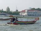 ein Longtailboot auf dem Chao-Phraya in Bangkok