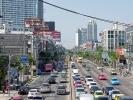 anders als in Vietnam, fahren in Thailand viele Autos auf der Straße. Die häufige Folge: Stau.